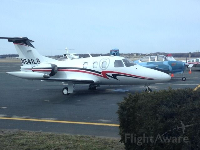 Eclipse 500 (N541LB) - Wisconsin Aviation terminal after a great brunch at the Jet Room restaurant!
