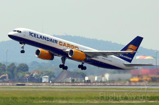 Boeing 757-200 (TF-FIH) - 'Iceair 4 Charlie Golf' rotating off of runway 9<br />(6/2)