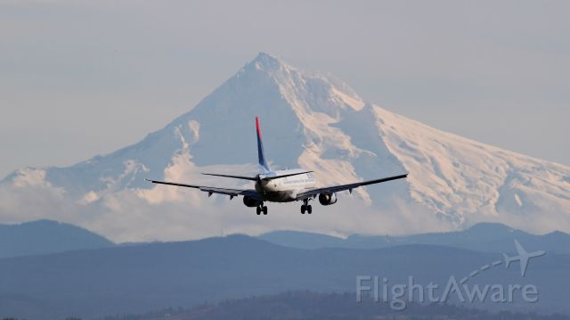 Boeing 737-800 (N371DA) - Delta Air Lines Boeing 737-800 on short final for 10L at Portland International Airport.