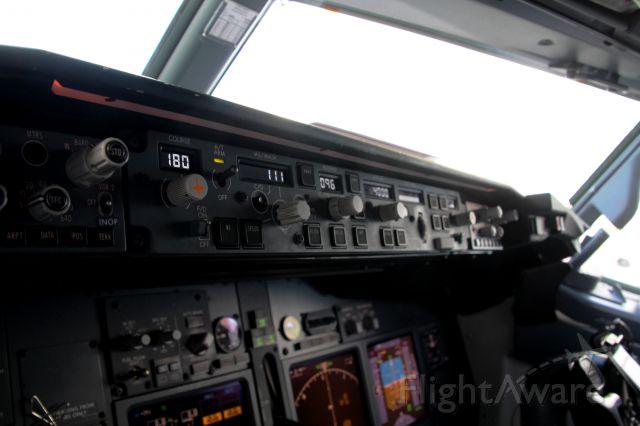 Boeing 737-800 (N957AN)
