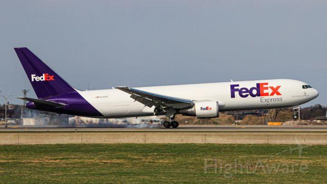 BOEING 767-300 (N132FE)