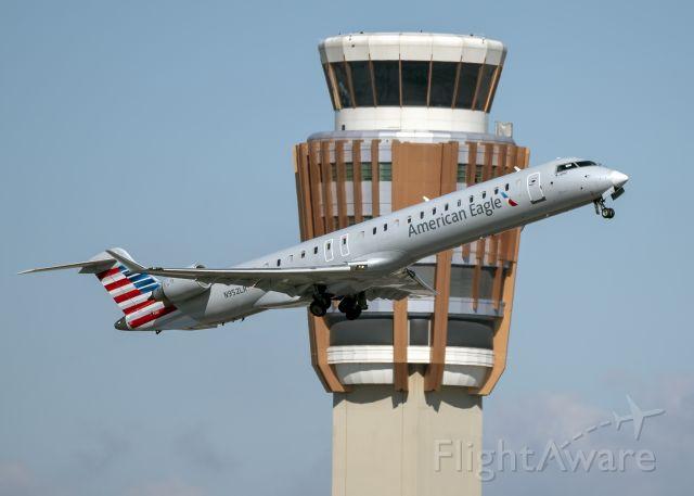 Canadair Regional Jet CRJ-900 (N952LR)
