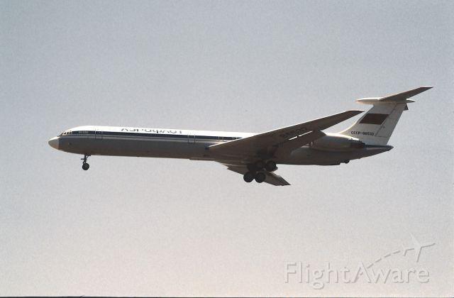 Ilyushin Il-62 (CCCP86532) - Final Approach to Narita Intl Airport Rwy34 on 1988/06/05