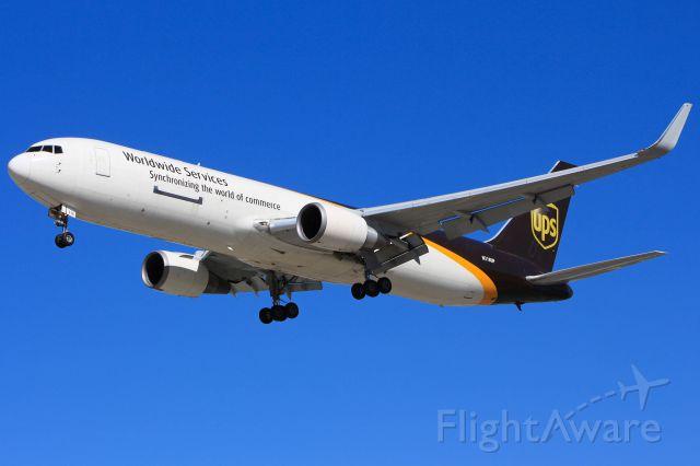 BOEING 767-300 (N318UP)