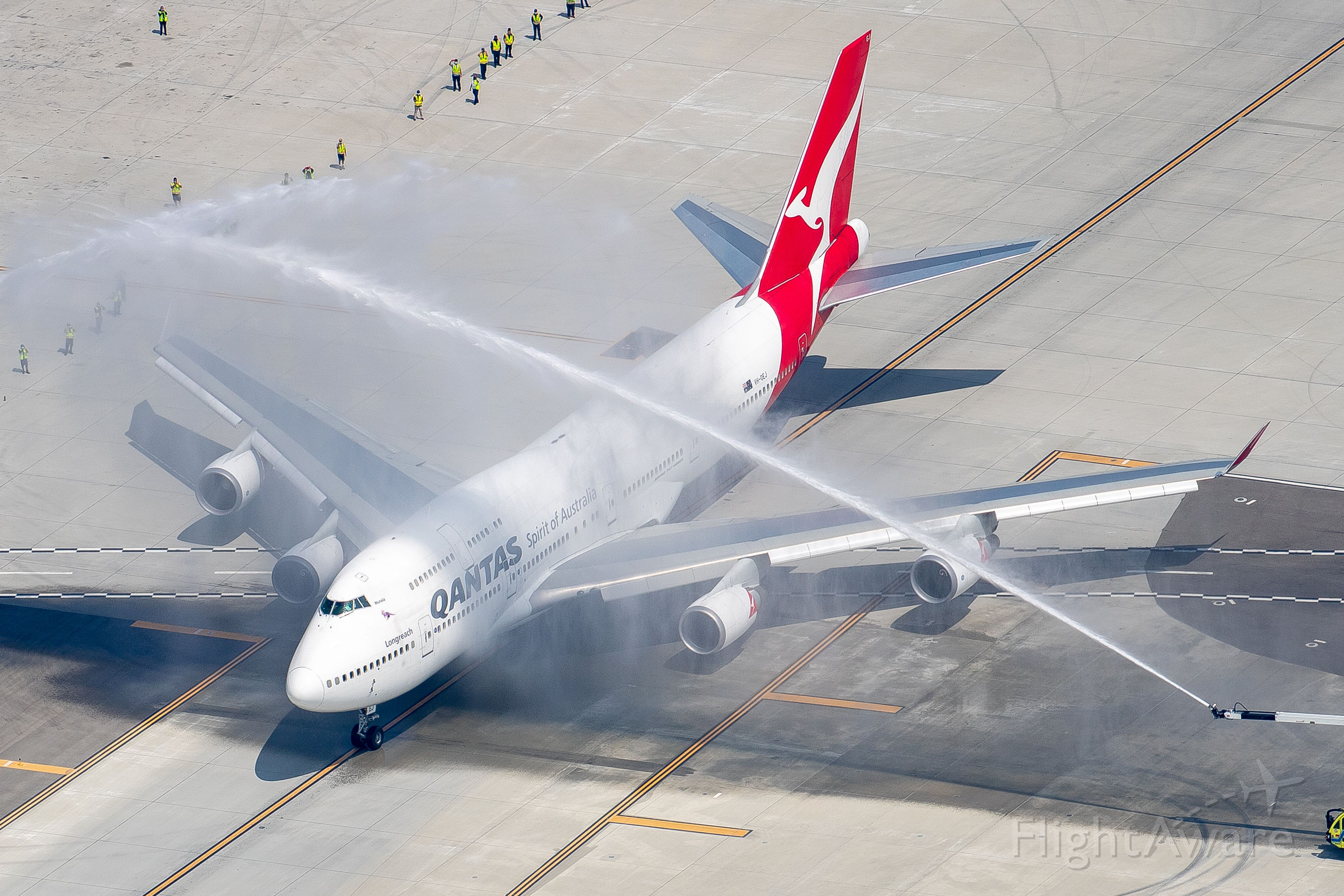 Boeing 747-400 (VH-OEJ) - One final goodbye for the Qantas 747 at LAX before departing Mojave