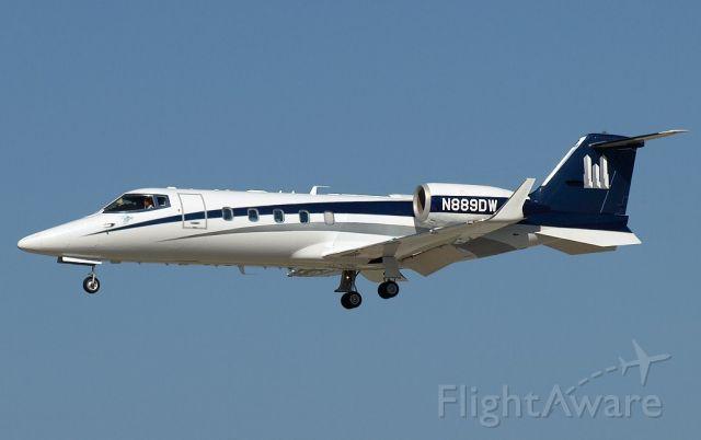Learjet 60 (N889DW) - Learjet 60 on approach to KPAE.
