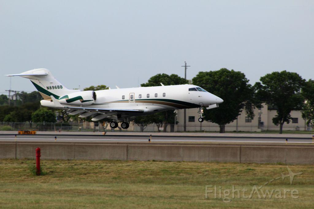 Bombardier Challenger 300 (N896BB) - Landing at MSP runway 12R on 6/7/17