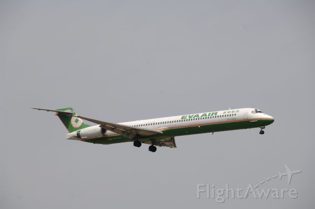 McDonnell Douglas MD-90 (B-17923) - Final Approach to Narita Intl Airport R/W16R on 2011/5/9