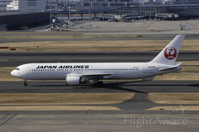 BOEING 767-300 (JA8398) - Taxing at Haneda Intl Airport on 2013/02/11