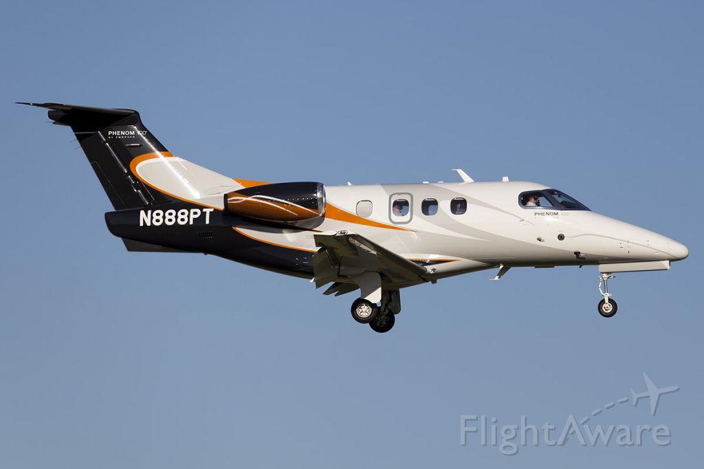 Embraer Phenom 100 (N888PT)