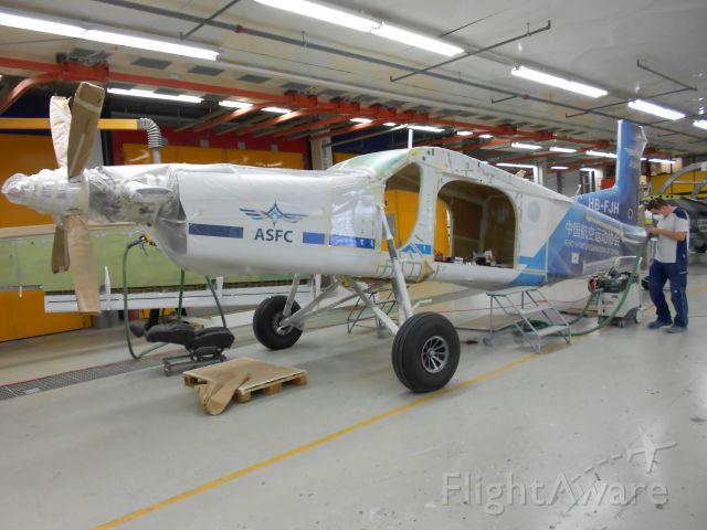 — — - Assemblaggio di un Pilatus PC-6