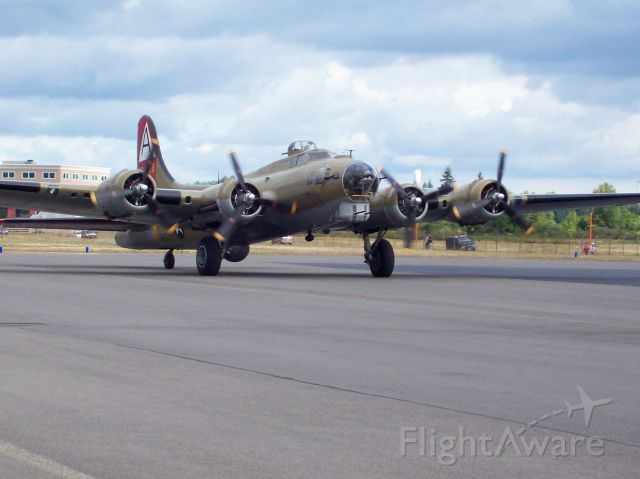 Boeing B-17 Flying Fortress (N93012) - Olympic Air Show 2007