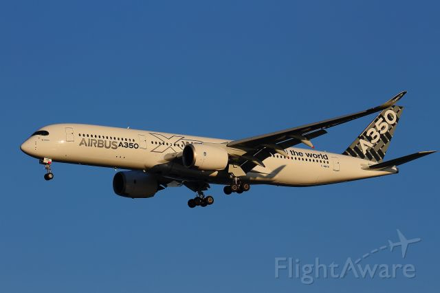 Airbus A350-900 (F-WWYB)