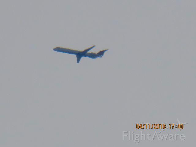 McDonnell Douglas MD-90 (N913DE)