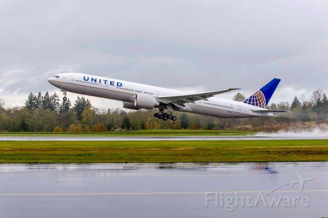 BOEING 777-300ER (N58031)