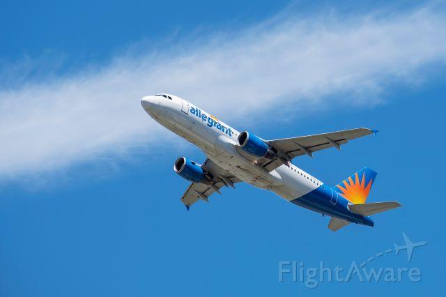 Airbus A320 (N227NV)
