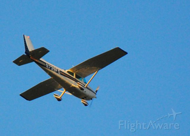Cessna Skyhawk (N739FQ) - 4 Mile final Rwy27 KLAL at 07:30 04/04/15.