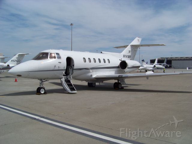Raytheon Hawker 800 (N141MR) - April 2016 in front of Signature. I know the flight crew.