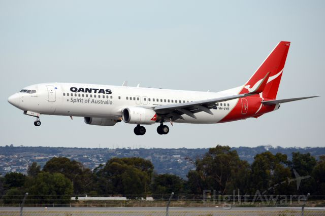 Boeing 737-800 (VH-VYE) - About to put down on runway 05. Thursday, 8th May 2014.