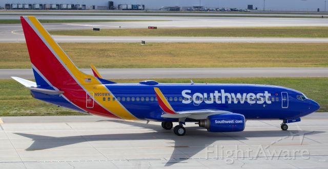 Boeing 737-700 (N908WN)
