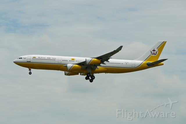 Airbus A340-200 (V8-001) - Surprise arrival into WSSS