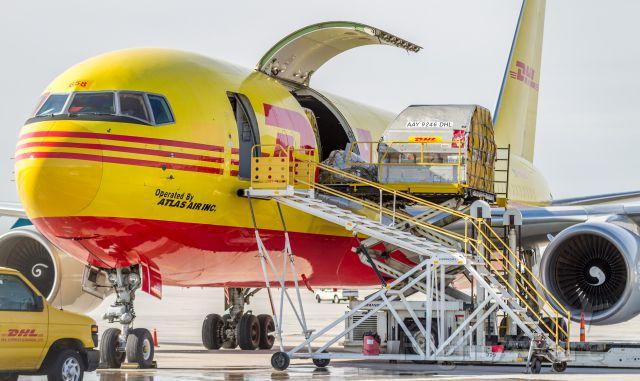 BOEING 767-200 (N658GT) - Being loaded up shortly before her departure to Cincinnati