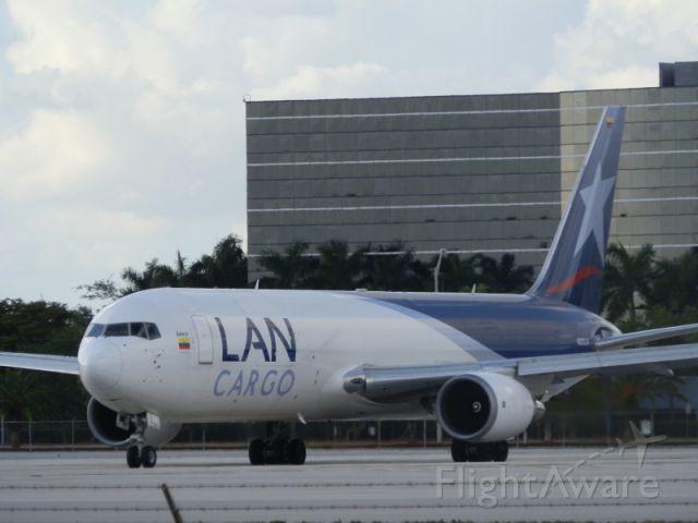 BOEING 767-300 (N312LA)
