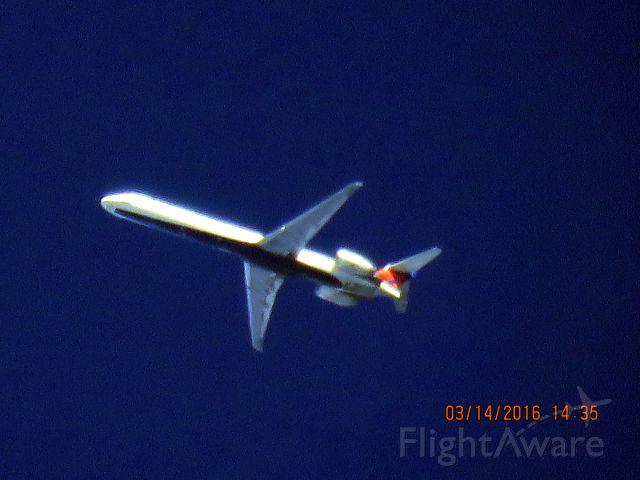 McDonnell Douglas MD-90 (N905DA)