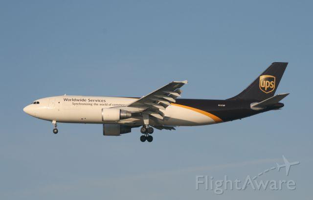 Airbus A300F4-600 (N137UP) - UPS 17R 3/13/11