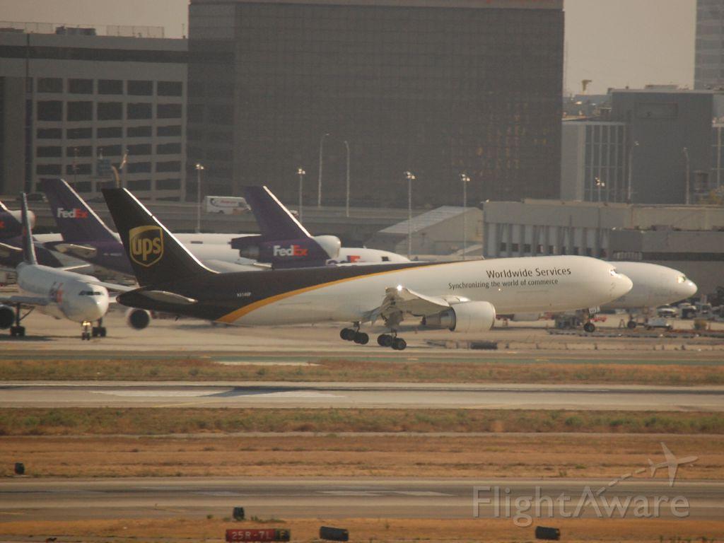BOEING 767-300 (N314UP)