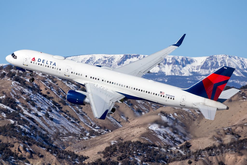 Boeing 757-200 (N556NW) - Impressive Delta departure