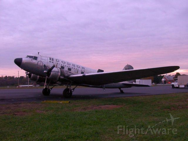 Douglas DC-3 (N4550J)