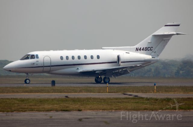 Raytheon Hawker 1000 (N448CC) - Rollout after landing RW 06.