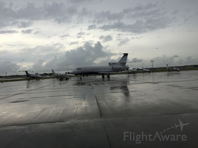 Dassault Falcon 900 (N82MF) - In Gulfstream N510FR right next to this beauty.