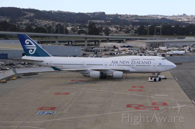 Boeing 747-200 (ZK-SUH)