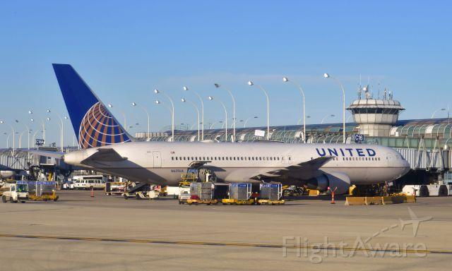 BOEING 767-300 (N659UA) - United Airlines Boeing 767-322(ER)(WL) N659UA in Chicago