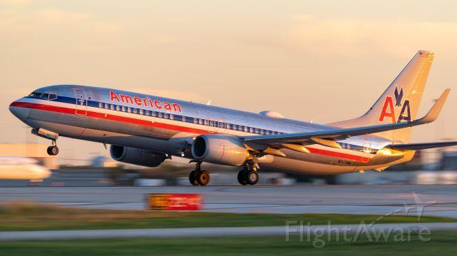 Boeing 737-800 (N921NN) - Departing 4 just before sunsetbr /10/25/18