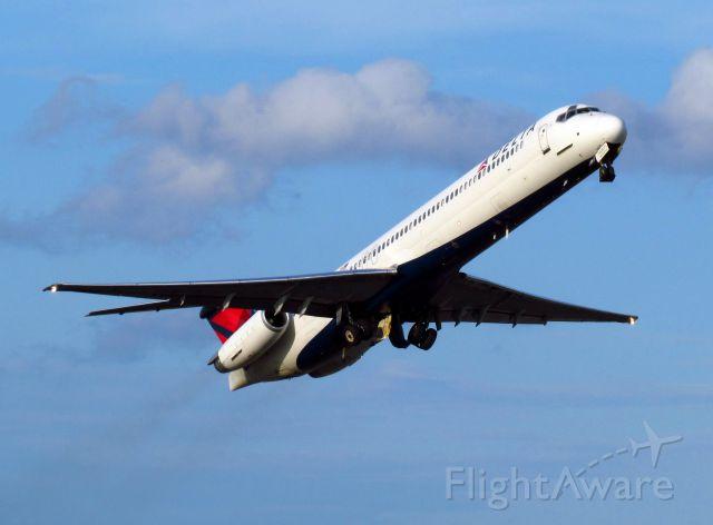 McDonnell Douglas MD-88 (N987DL)
