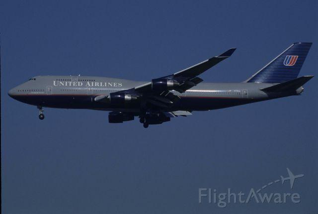 Boeing 747-400 (N179UA) - Final Approach to Narita Intl Airport Rwy34L on 1998/10/18