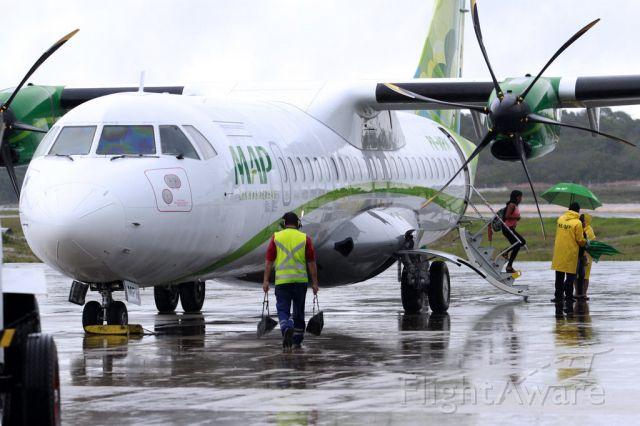 """— — - MAP Linhas Aéreas ganha 12 dos 41 slots da Avianca em Congonhas<br /><br />Empresas tem até 9 de agosto para cumprir com os requisitos operacionais<br /><br />Manaus - A Agência Nacional da Aviação Civil (Anac) divulgou, nesta quarta-feira (31), a distribuição dos 41 slots (horário de pouso e decolagem) da Avianca Brasil, que estão hoje disponíveis no aeroporto de Congonhas, na cidade de São Paulo (SP). A empresa regional MAP Linhas Aéreas, companhia com seis anos de atuação na região Norte, recebeu 12 slots.<br /><br />Map Linhas Aéreas<br /><br />Com forte atuação nos Estados do Amazonas e Pará, a MAP anunciou o interesse nos horários de Congonhas, na segunda-feira (29). O CEO da companhia, Héctor Hamada, ressaltou que está bastante satisfeito com o resultado. """"A maneira como os slots foram distribuídos pela Anac favorecem o consumidor, que ganha mais opções de companhias atuando. Além disso, é uma forma de garantir a competitividade saudável do mercado"""", destacou. <br /><br />Héctor explicou que, agora, os slots aprovados serão analisados para posteriormente definir o início da operação, dentro do prazo estabelecido pela Anac."""