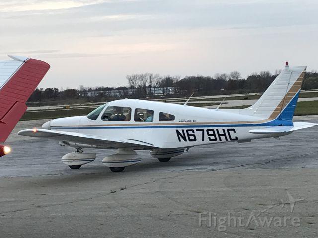 Piper Cherokee (N679HC)