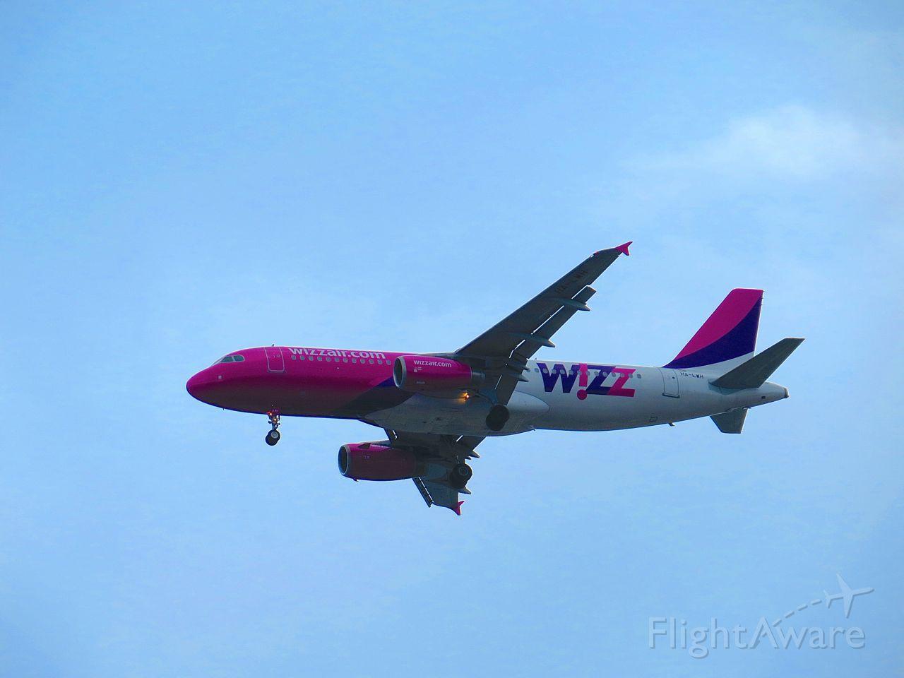 Airbus A320 (HA-LWH)
