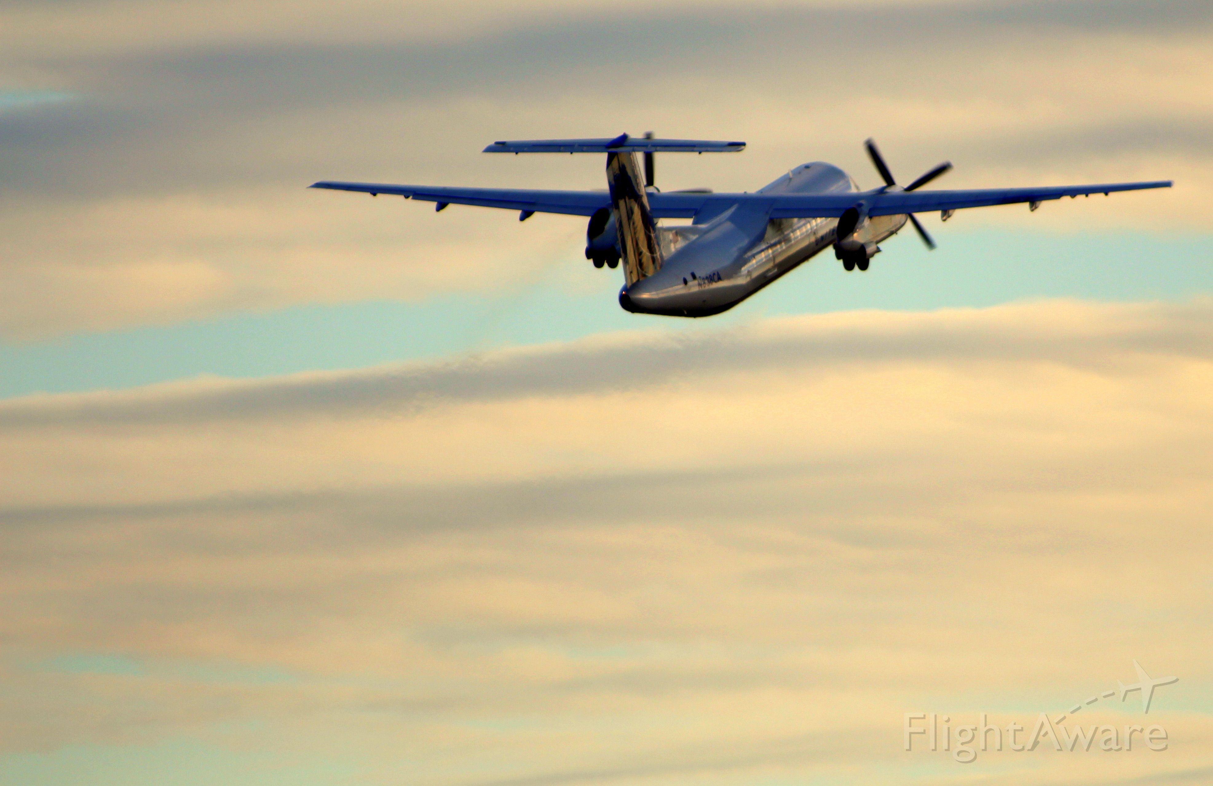 de Havilland Dash 8-200 (N838CA)