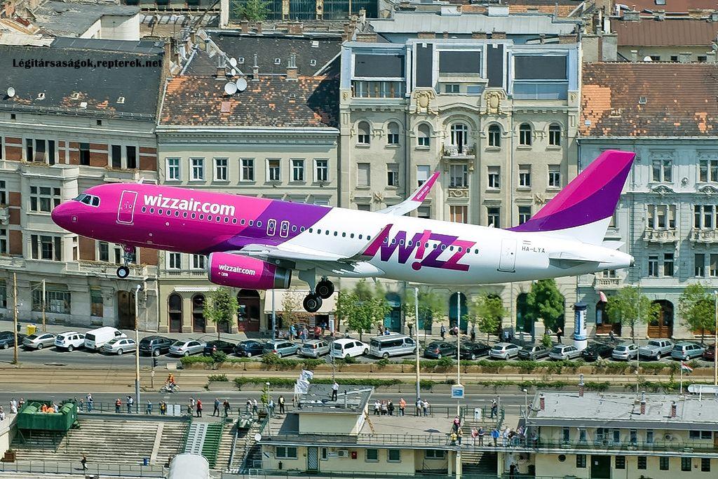 Airbus A320 (HA-LYA)