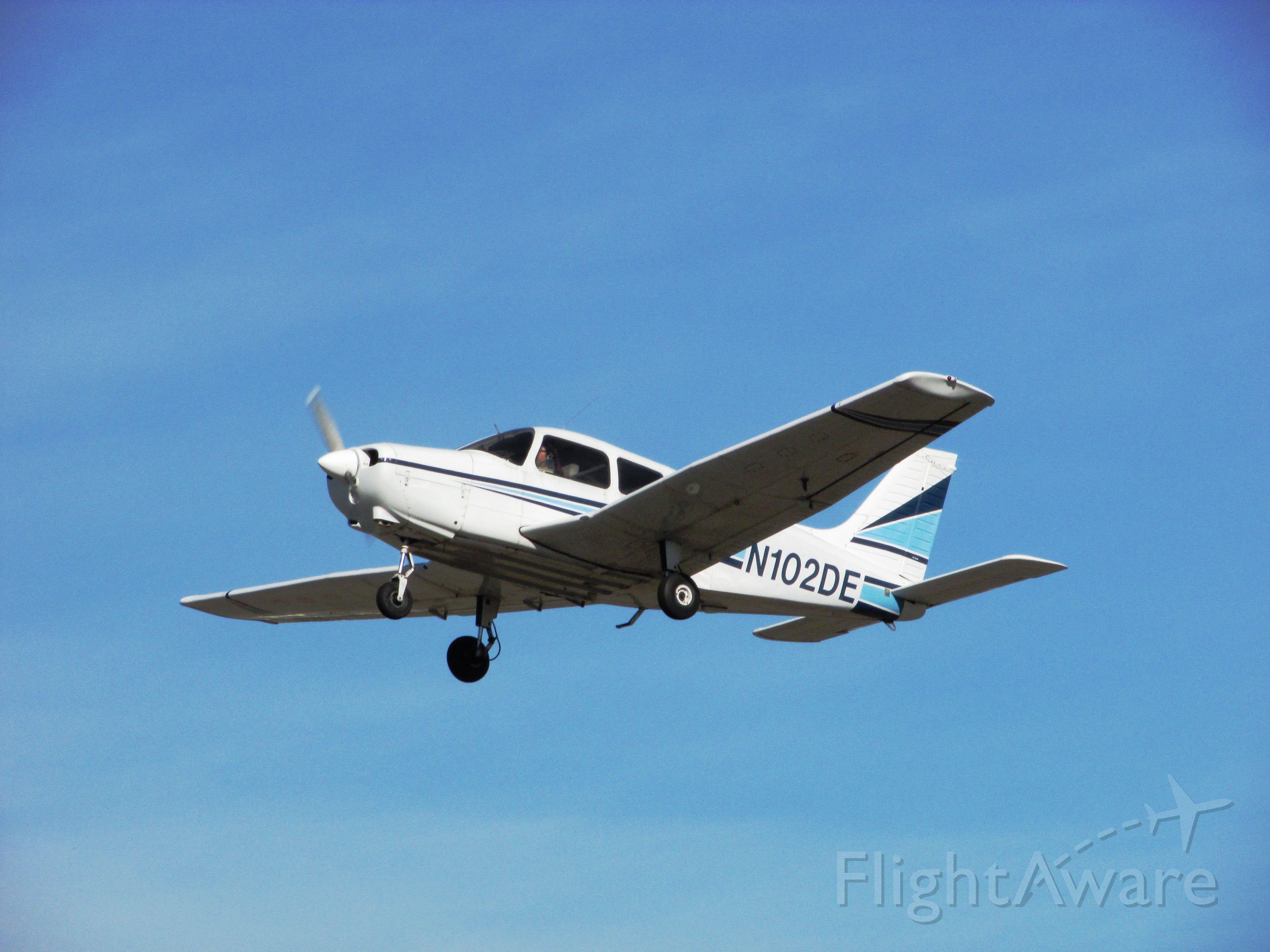Piper Cherokee (N102DE) - Taking off RWY 26L