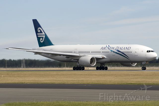 Boeing 777-200 (ZK-OKB) - FROM MY 2007 ARCHIVES