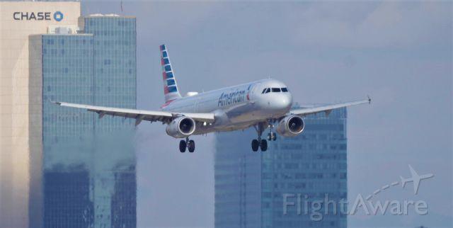 Airbus A321 (N537UW) - Phoenix Sky Harbor International Airport final approach rwy 8 09SEP19