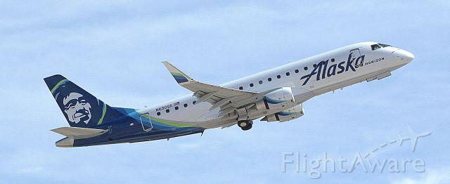 Embraer 175 (N630QX)