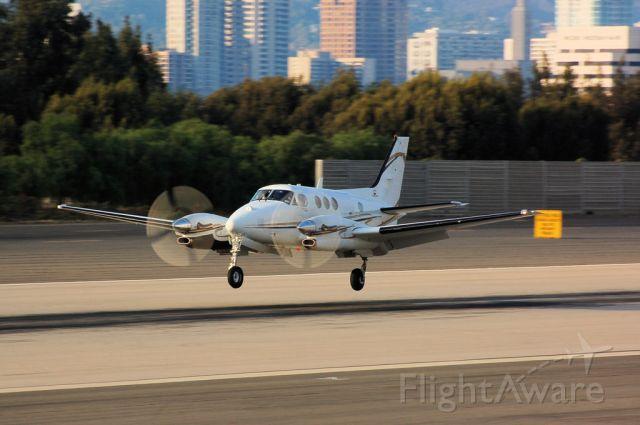 Beechcraft Super King Air 200 (N904PA)