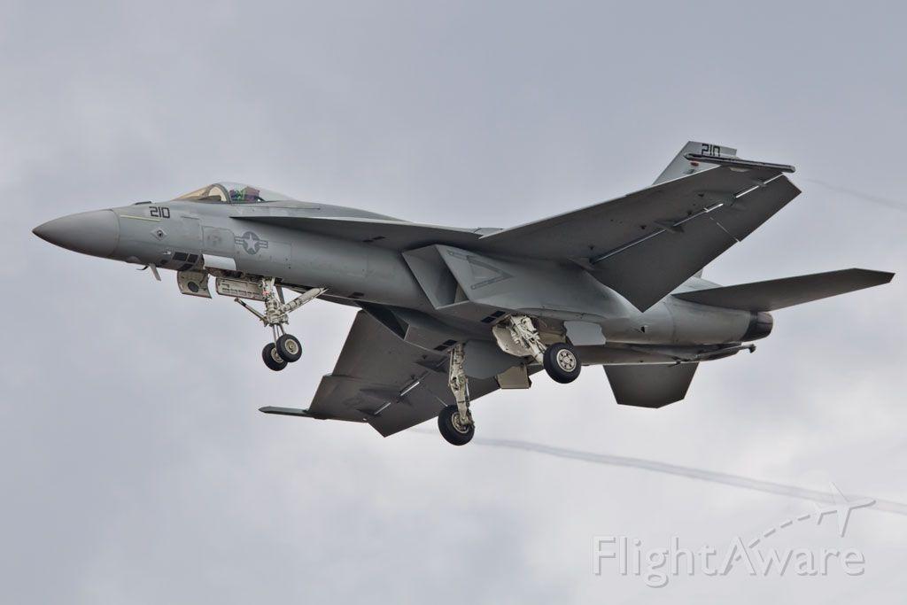 — — - F-18E VFA122